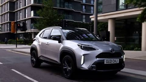 2021 Toyota Yaris Cross Dynamic Driving in the city