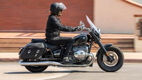2021 BMW R 18 Classic Review | Motorcyclist